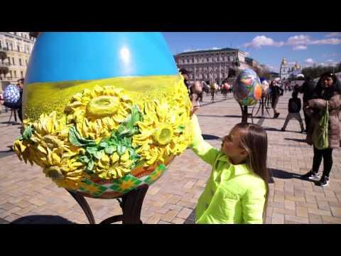 LITTLE MISS WORLD 2017 YELIZAVETA KHORUNZHA PRESIDENT ASHOT KHACHATRYAN