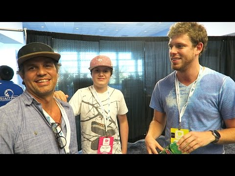 Hanging With The Hulk Vidcon Day 1, Mark Ruffalo, and Sneaking In Kitchens
