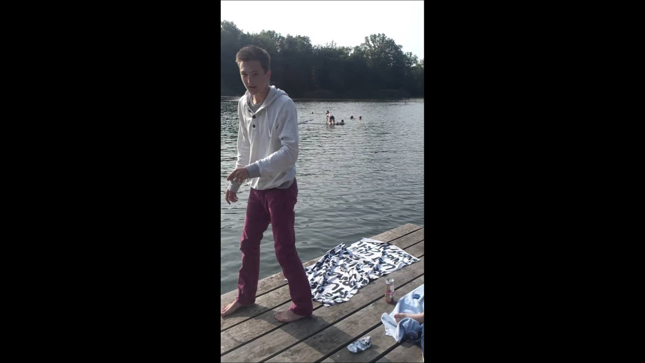 In Klamotten baden gehen - YouTube
