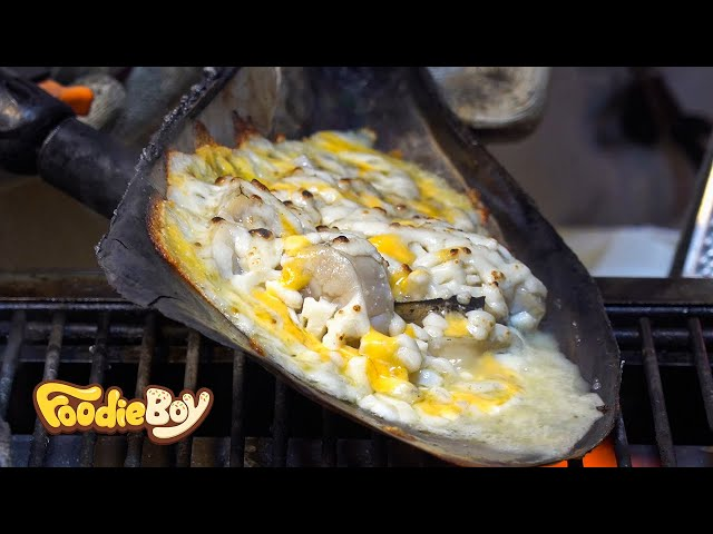 Grilled Pen Mussel with Butter and Cheese / Korean Street Food / Myeong-Dong, Seoul Korea