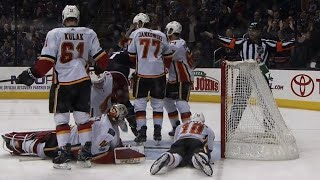 Flames' Smith robs Nick Foligno, scrambles to keep loose puck out of net