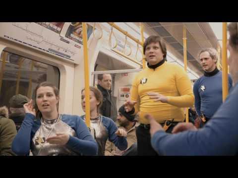 Mit der U-Bahn ins Weltall - Passagiere werden überrascht