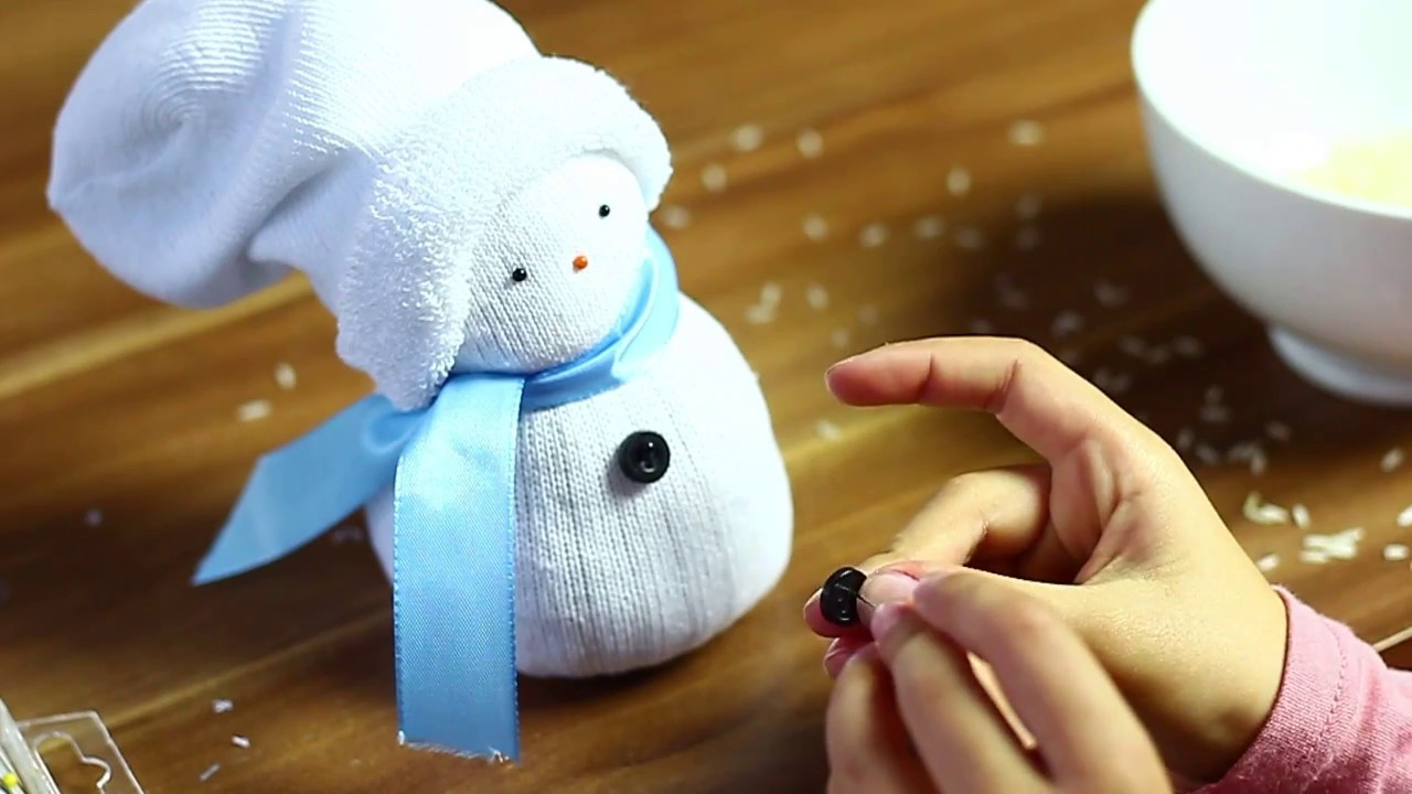 schneemann aus socken sock snowman youtube. Black Bedroom Furniture Sets. Home Design Ideas