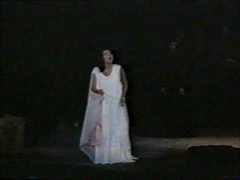 Donizetti: Lucia di Lammermoor - Ardon gl'incensi (Erika Miklósa)