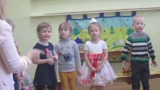 Утренник в детском саду. Песенка для мамы