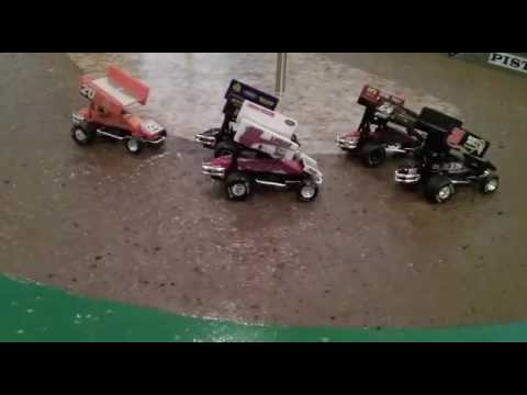 World of Outlaw sprint cars stop motion at Ohio Valley speedway