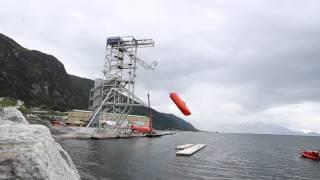 Мировой рекорд: спасательная лодка сброшена с высоты 40 метров