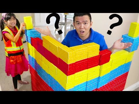 Emma Pretend Play BUILDING Colored Cup CHALLENGE w/ Cardboard BLOCKS Kids Toys