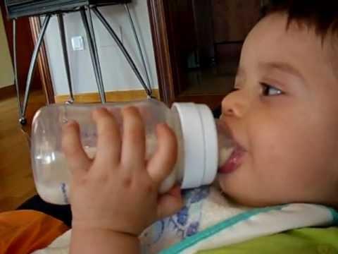 soñar bebe tomando leche