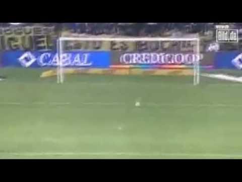 Kopfball Tor aus über 40 Meter International Sport Nachrichten Argentinischer Torwart
