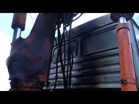 Горів «на ходу»: у Мукачеві біля «Епіцентру» палала вантажівка