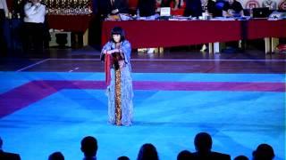Женщина-мастер боевых искусств. Показательное выст. на Чемпионате России по Кобудо.