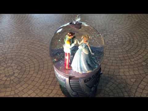 RARE, Cinderella & Prince Charming+Glass Slipper! Musical Snowglobe, Disney Store