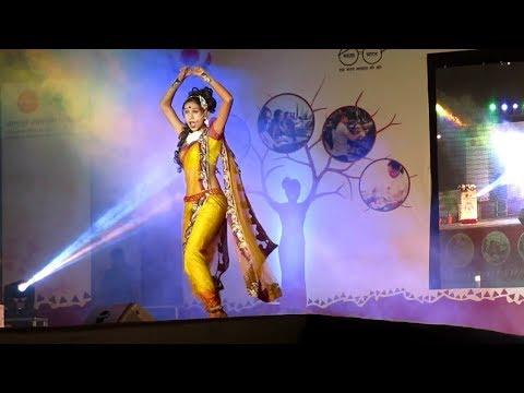 Mala Lagli Kunachi | मला लागली कुणाची हिचकी | Stage Dance Performance
