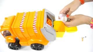 Мультфильмы про машинки: игрушечный мусоровоз и грейдер строят город