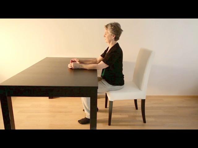 Eteenpäin kurkotus istuen