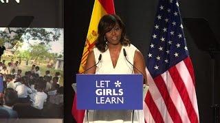 """Après le liberia et maroc, l'épouse du président des etats-unis michelle obama a présenté jeudi 30 juin en espagne son initiative """"let girls learn"""" fav..."""