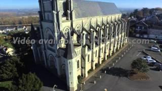 Eglise Saint Symphorien de Montjean sur Loire, vue par drone en automne, Pays de La Loire, France 9