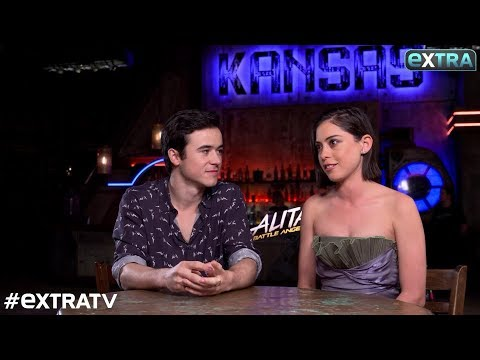 Download Youtube: 'Extra' with the Stars of the New Sci-Fi Thriller 'Alita: Battle Angel'