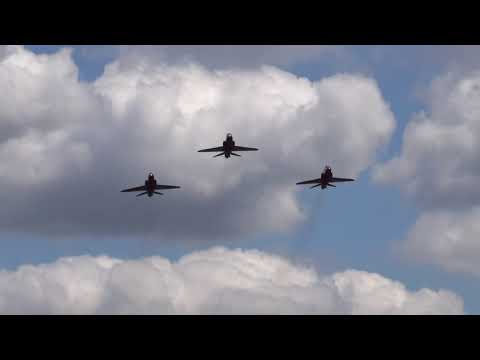 The Red Arrows Impressive Farnborough Airport Takeoff.