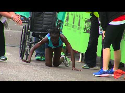 , Воля к победе: Бегунья на четвереньках доползла к финишу в марафоне, LIKE-A.RU