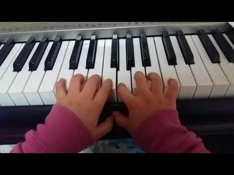 내동생 피아노 치는 모습
