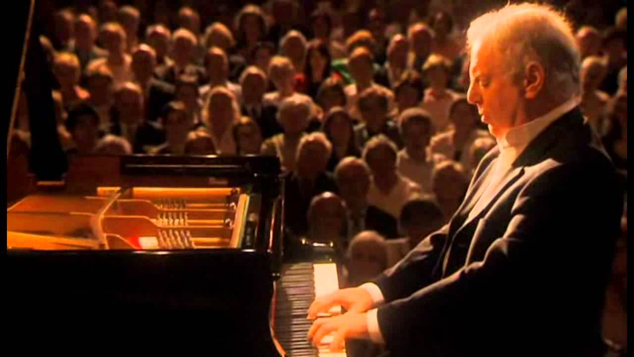 Beethoven, Sonata para piano Nº 1 en fa menor Opus 2 Nº 1. Daniel Barenboim, piano - YouTube