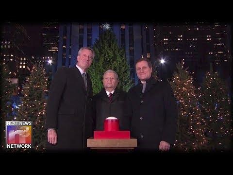 NYC Mayor Bill de Blasio Gets Booed as He Lights Rockefeller Christmas Tree on National TV