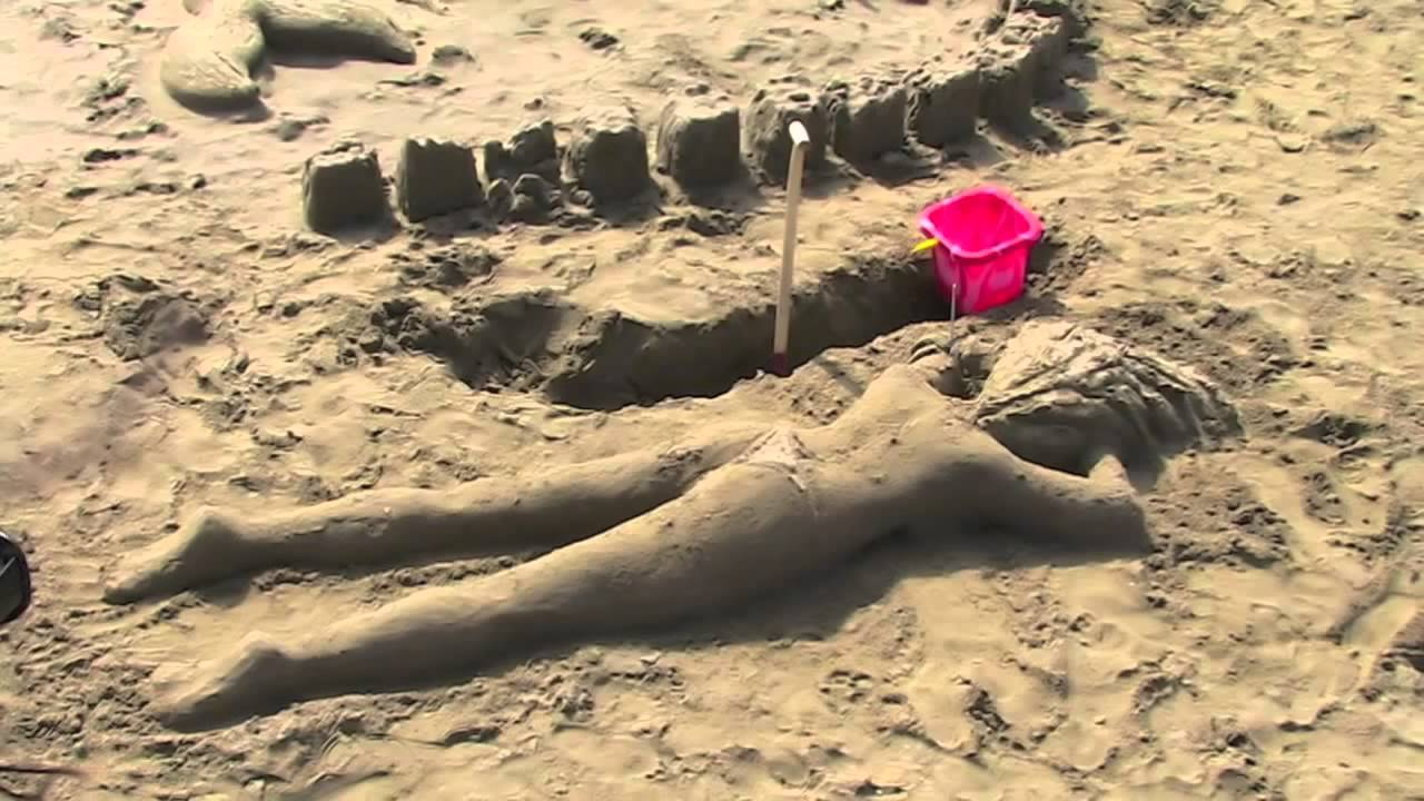 Sand art beach art sand sculptures amazing cool for Cool things to make and do