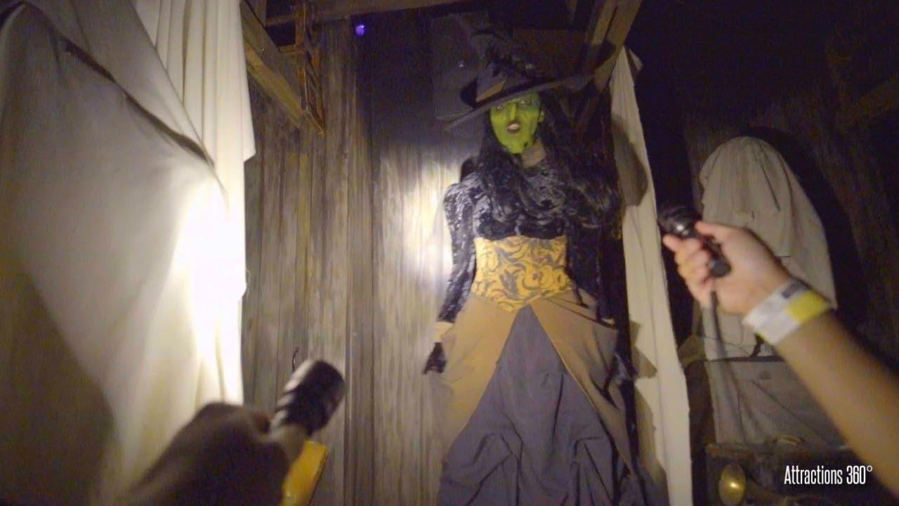 4k Haunted House Flashlight Tour Trick Or Treat Maze Knott S