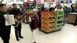 """Cantando Corridos En La Walmart """"Los Hermanos Marias"""" 2014"""