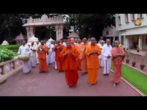 Uzha Sankeerthanam during Swami Ramakrishnananda Jayanthi 2015 HD Video