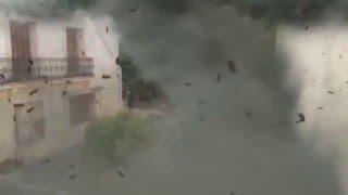 Vidéo d' une tornade sur la placette à Vic la Gardiole