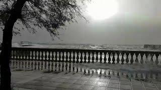 Maltempo a Livorno, la mareggiata sul lungomare