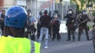 Police fire tear gas, rubber bullets at protestors