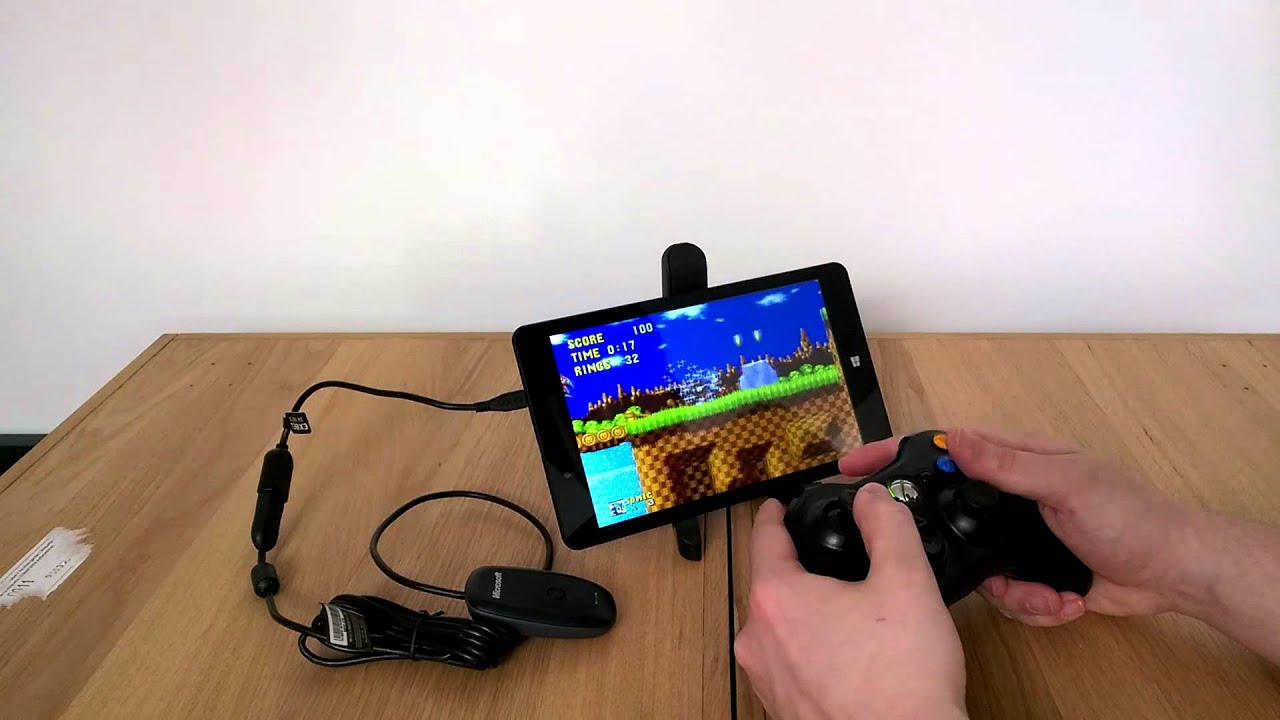 Linx 8 Tablet with Xbox 360 controller