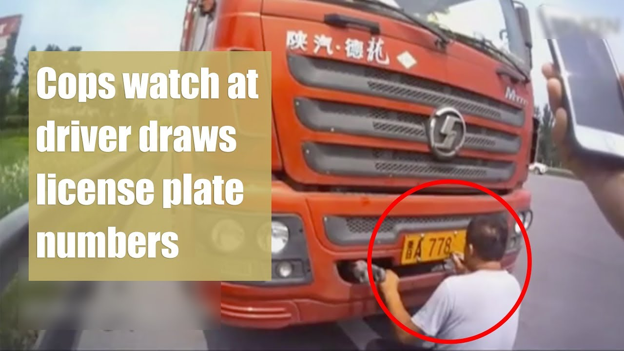 Cops watch at driver draws license plate numbers in north China