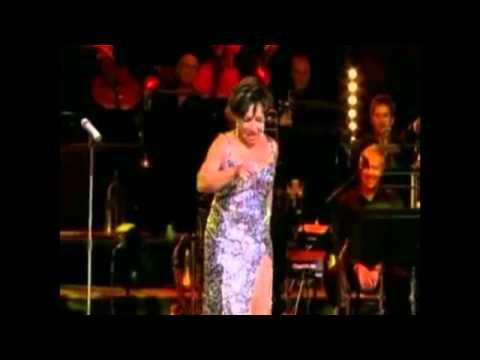 Shirley Bassey - Goldfinger 2009 (subtitulos español)