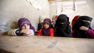 شاهد..القاعدة تطارد طالبات اليمن