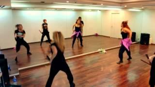 大阪で LIB-J 初のダンスワークショップ♪ 曲は安室奈美恵 「 toi et moi 」( トワ エ モア ) SO CRAZYツアーの ヌンチャクを使ったコピーダンスです。...
