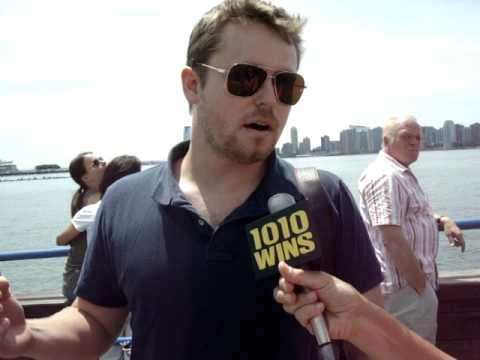 Eyewitness Account of Plane Crash after a midair collision over New York's Hudson River 8-08-09