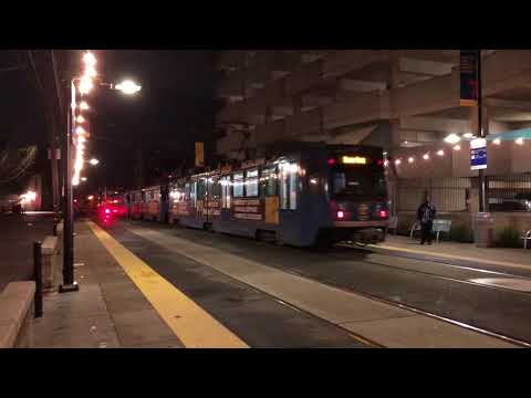 Sacramento RT Trains at 16th Station