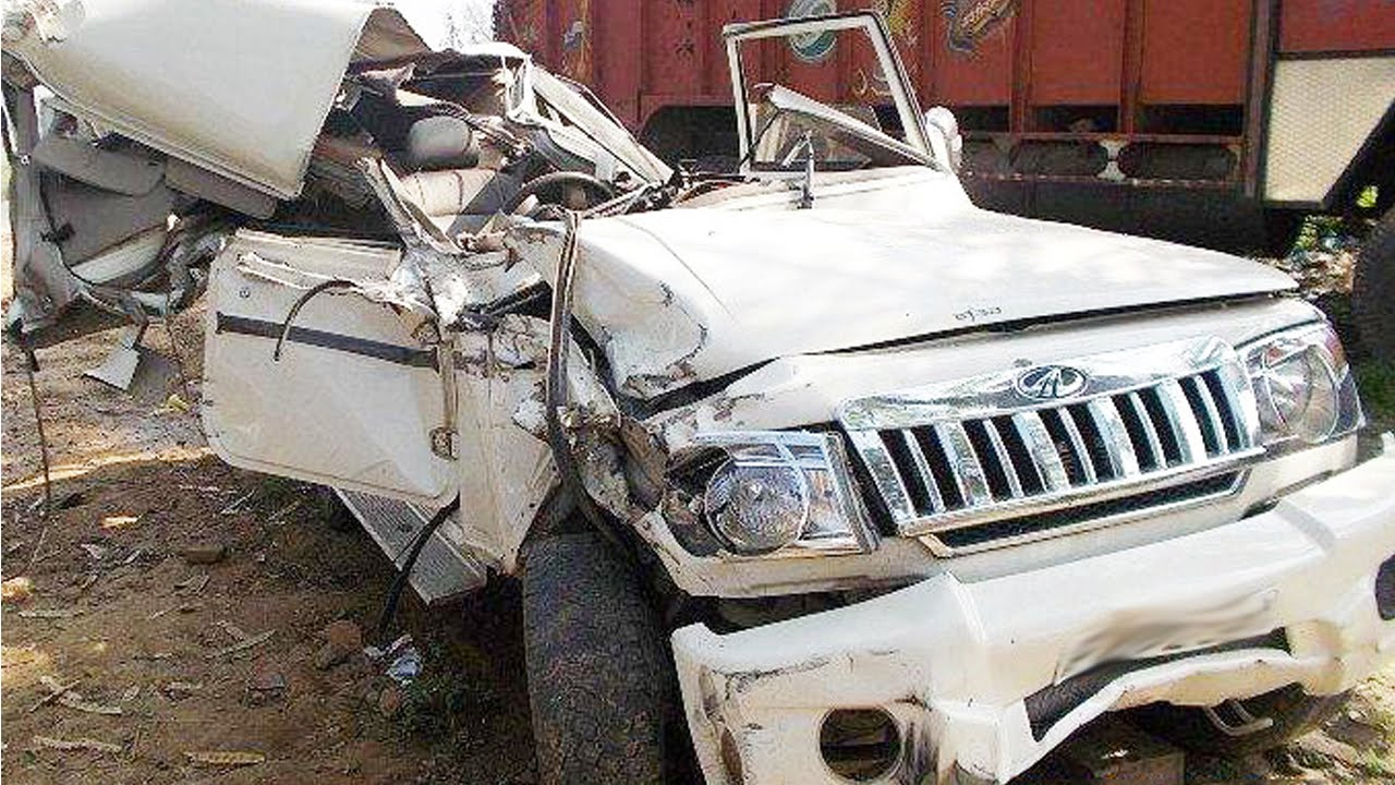 latest car accident of mahindra bolero in india - road - crash