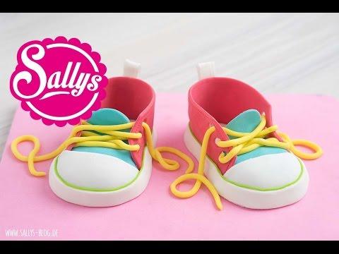 schuhe mit faeden selber dekorieren, baby-schuhe modellieren / baby chucks aus modelliermasse / fondant, Design ideen