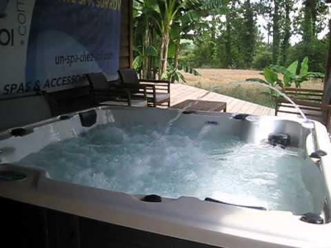 spa jacuzzi en eaux demonstration youtube. Black Bedroom Furniture Sets. Home Design Ideas