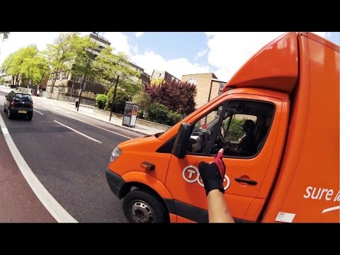 TNT Courier BT61JFG - Texting Whilst Driving @TNTUK_Official