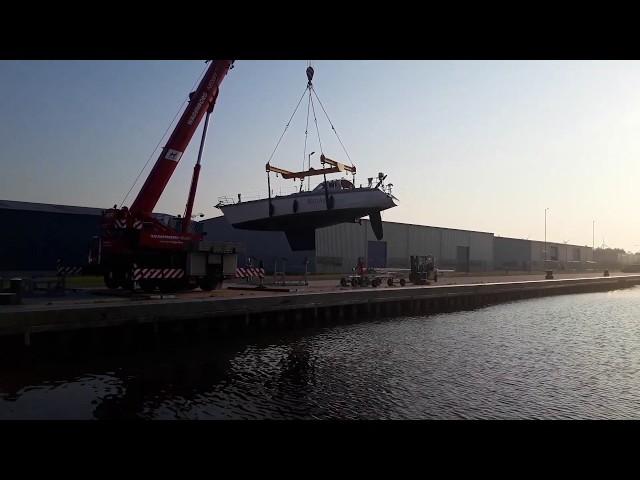 Lifting Sailboat | Waarschip Yachts Boatyard Dellfzijl Netherlands