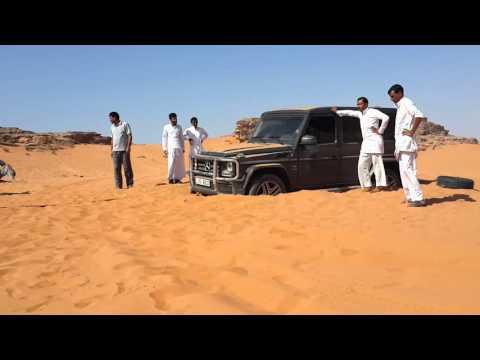 Mercedes G55 pulled from sand by Suzuki grand vita