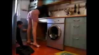 Kamera e fshehte - Gruaja provokon hidraolikun ne kuzhine