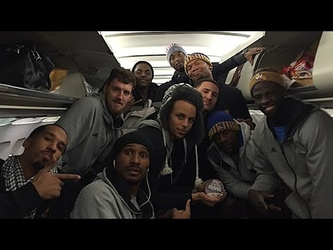 Golden State Warriors Players Rap & Gamble on Flight